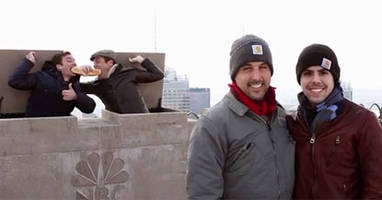 Jimmy Fallon, Jon Hamm photobomb tourists